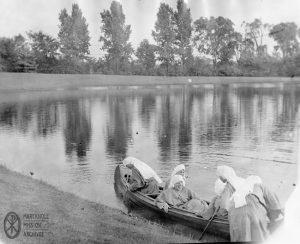 Sisters boating, Figsbys Lake