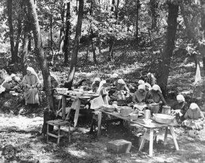 Sisters picnic, 1930s