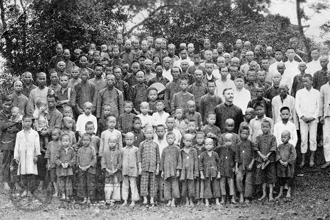 Fr. Bernard Meyer with the congregation of Tungchen, China c.1920