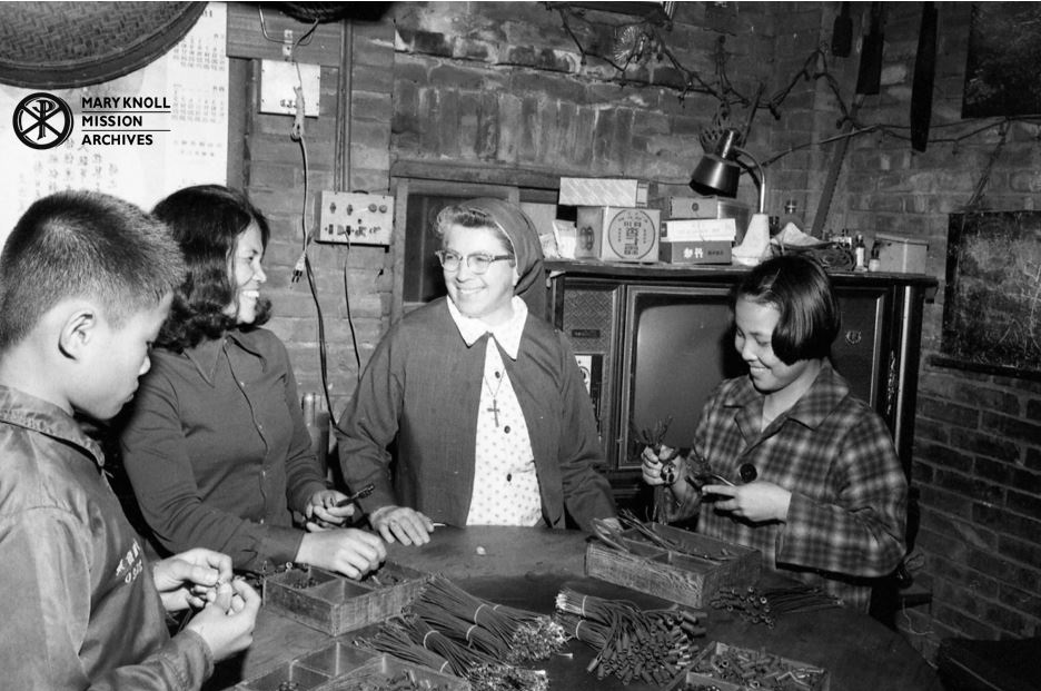 Sr. Paulita Hoffmann visiting a family in Toufen, Taiwan, 1978