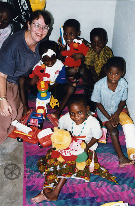 Lay Missioner Liz Mach with young patients at the Bungundo Medical Center in Tanzania